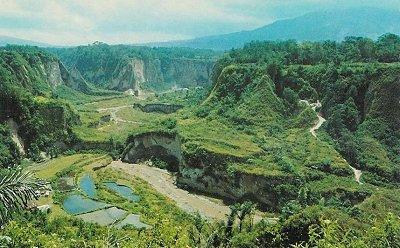 Pesona Ngarai Sianok, Indahnya Lembah Pahatan Tuhan di Bukittinggi