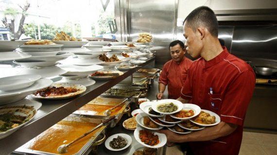 Hal Unik yang hanya Bisa Kamu Temukan di Rumah Makan Padang